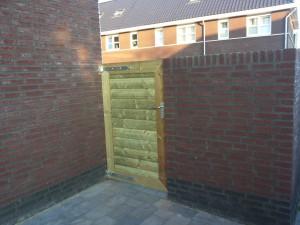 2 afdakjes en een nieuw poortje